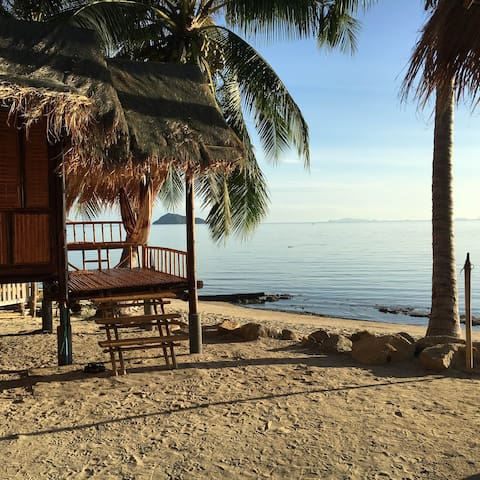 Castaway Beach Bungalows - Right on the Beach! - Ko Pha-ngan