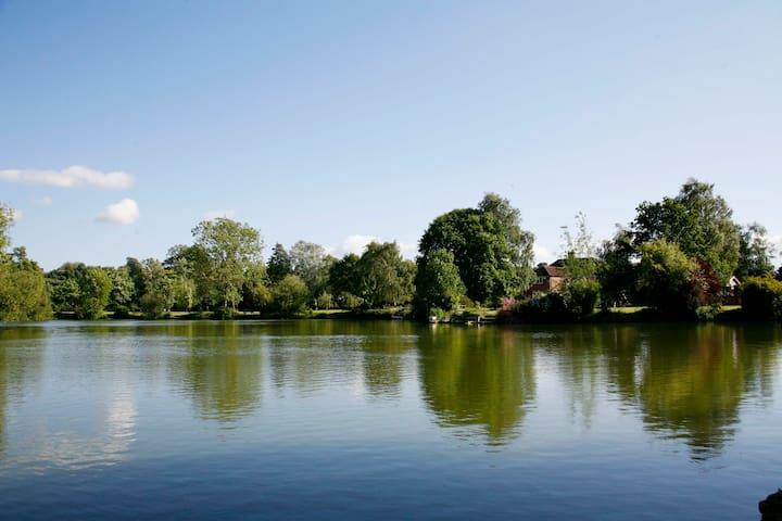 Lakeside Rendezvous - Rowde - Houten huisje