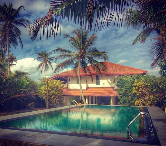 Ziegler Cottage with Beach View - Negombo