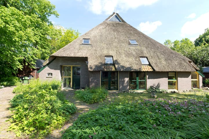 Unique Farmhouse in the Country - Een - Hus