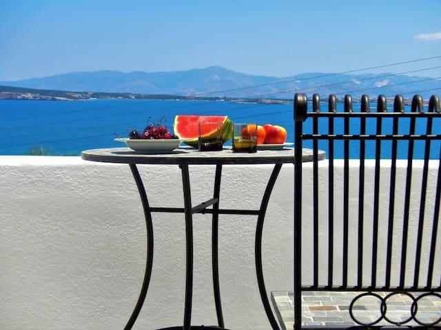 """Paros Naoussa """"Playera"""" 1st floor seaview bungalow - Naousa - Bungalow"""