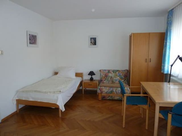 HAUS BARNSLEY - komfortabel, günstig, free WiFi - Schwäbisch Gmünd - Oda + Kahvaltı