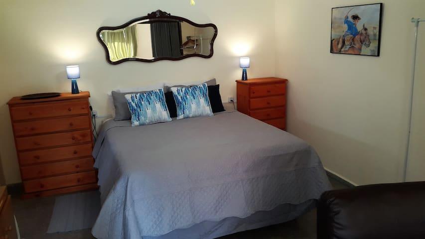 Guesthouse, CLEAN, remodeled, beach 3 blocks - Las Toscas - Gjestehus