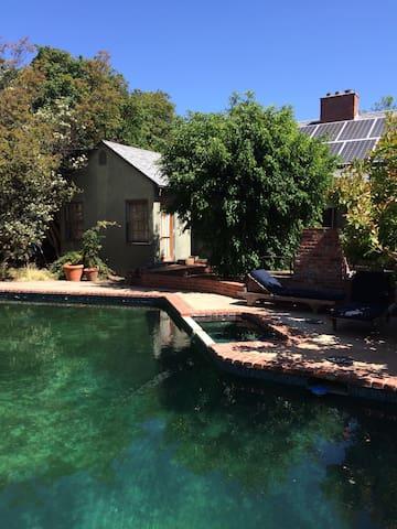 Secluded getaway in Sherman Oaks - Los Angeles - Casa