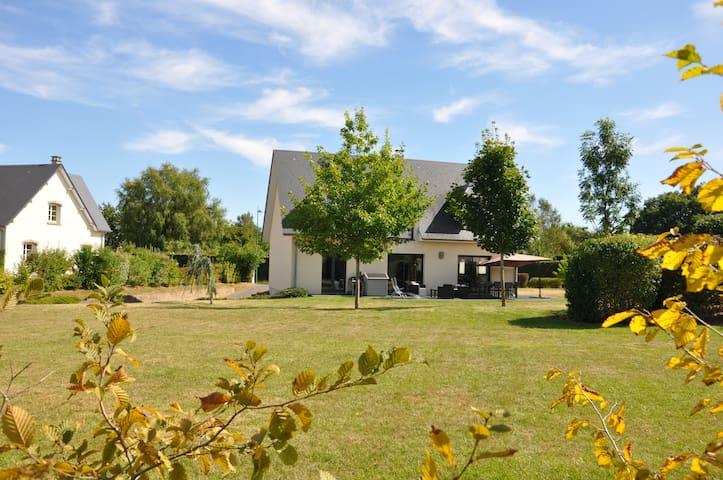 Maison spacieuse entre ville et campagne ... - Ferrières - Casa