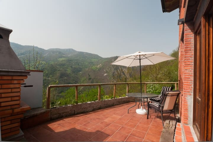 Jacuzzi, vistas,chimenea y barbacoa - Proaza