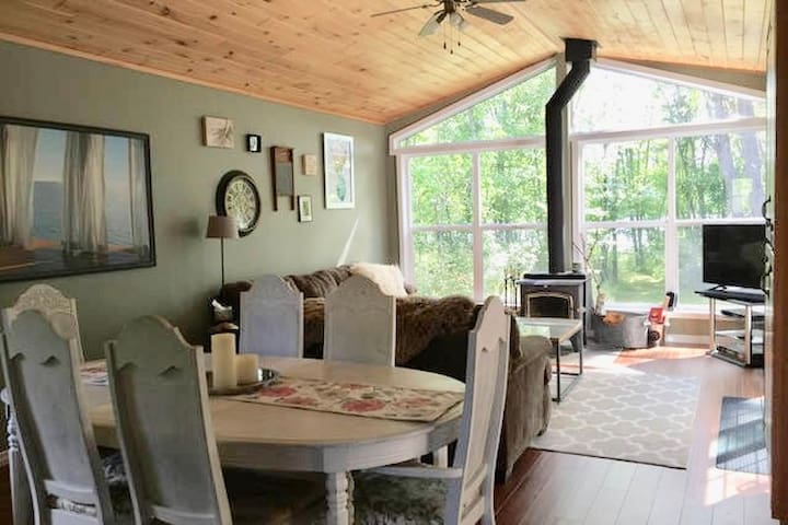 Lakefront Cozy Cottage only 2.5hrs from T.O - Dunchurch - 小木屋