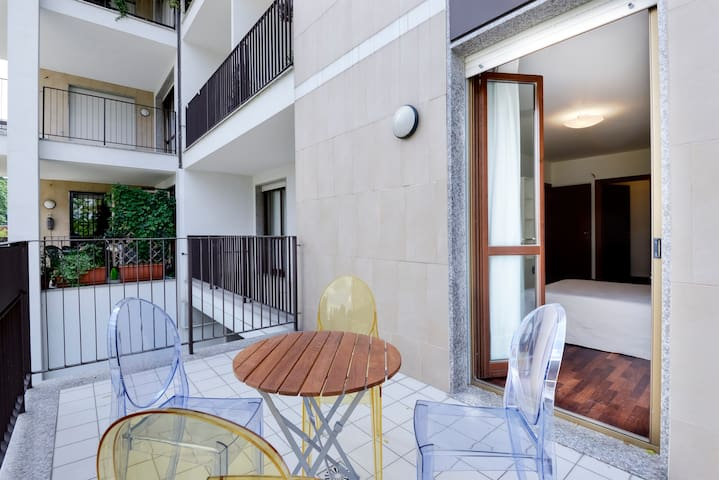Outstanding 1 1/2 bdr apt. by lake - San Donato Milanese - Daire