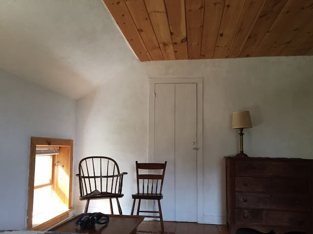 Country bedroom in farmhouse - Leicester - Huis