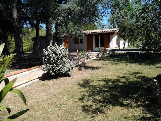 Petite maison avec piscine dans la nature - Fumel - Feriehjem