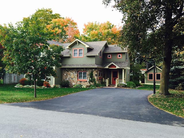 Welcome Home to Penny Cottage! - Charlevoix