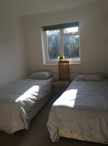 Comfy & Quiet twin room with free parking - Portslade - Hus