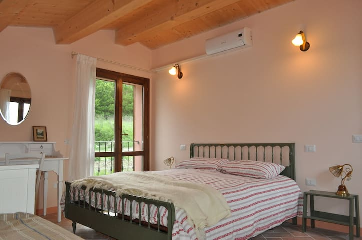 The Granary a hay loft with view on the valley - Fabriano - 獨棟