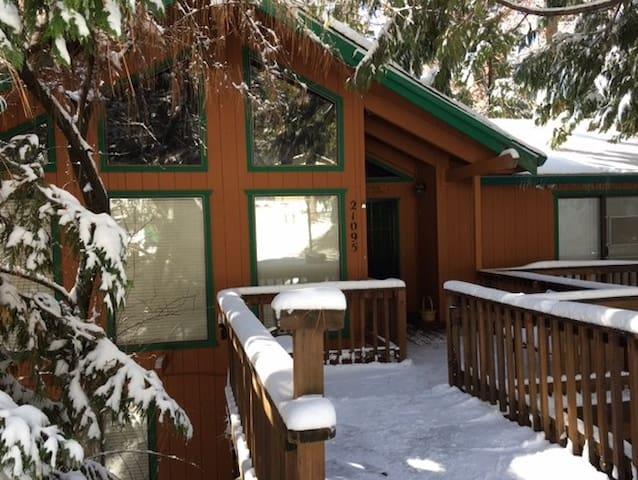 Luxurious MiWuk Retreat w/Hot Tub! - Mi-Wuk Village - Ev