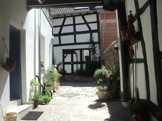 Individual, charming, relaxing - Rheinbach - Hus