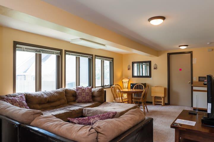 Large 2 Bedroom Suite  Private & Cozy - Highlands Ranch - Maison