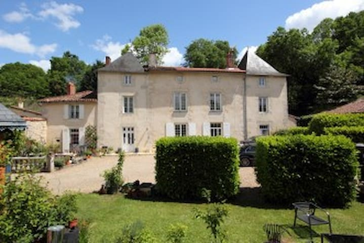 l'Hermitage Bed and Breakfast - Civray - Bed & Breakfast