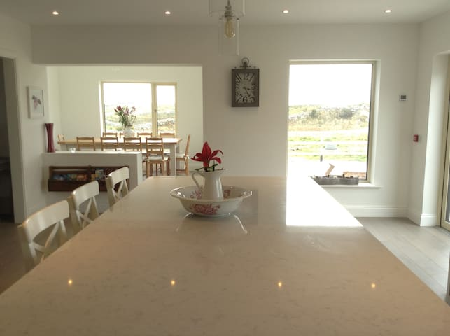 Stunning home minutes from beach - Carraroe - Ev