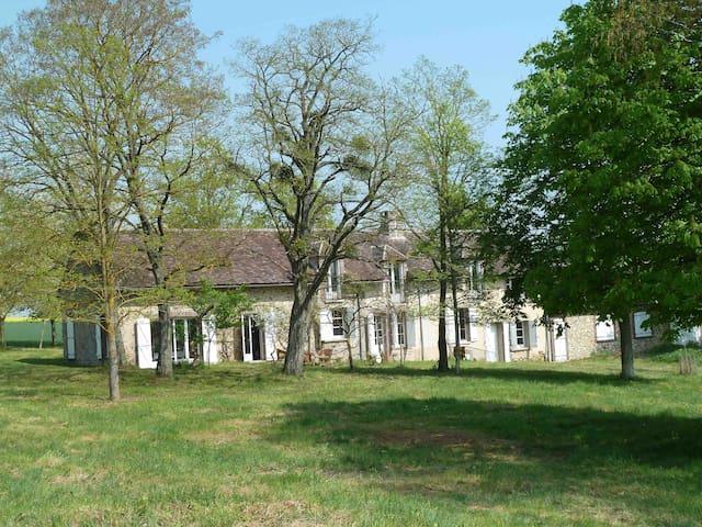 Gîte Les Barillots à 130km de Paris dans la nature - Verlin - Hus