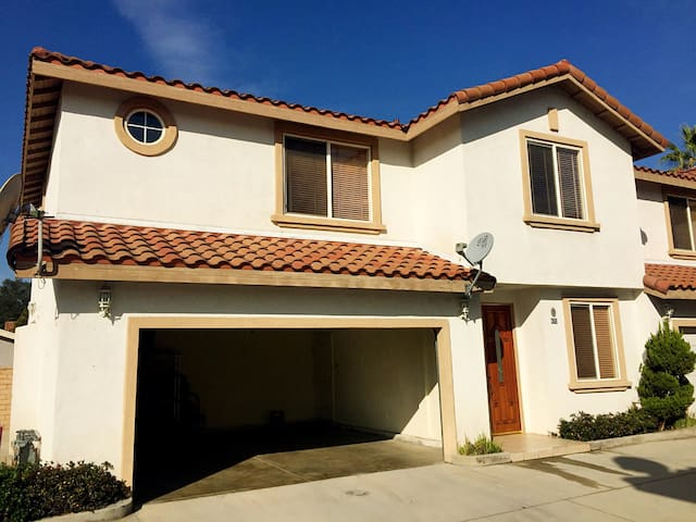One bedroom w/ Qsize bed, priv bath - Covina - Casa