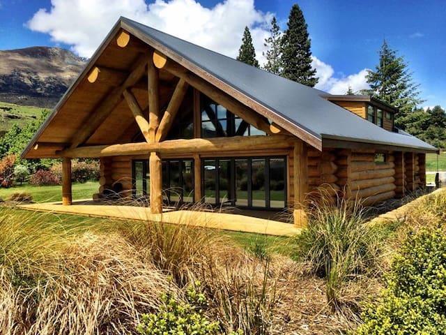 Glenorchy Log Home-Mountain Luxury - Glenorchy