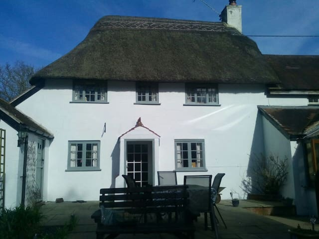 16th Century Thatched Cottage - Okeford Fitzpaine - Hytte