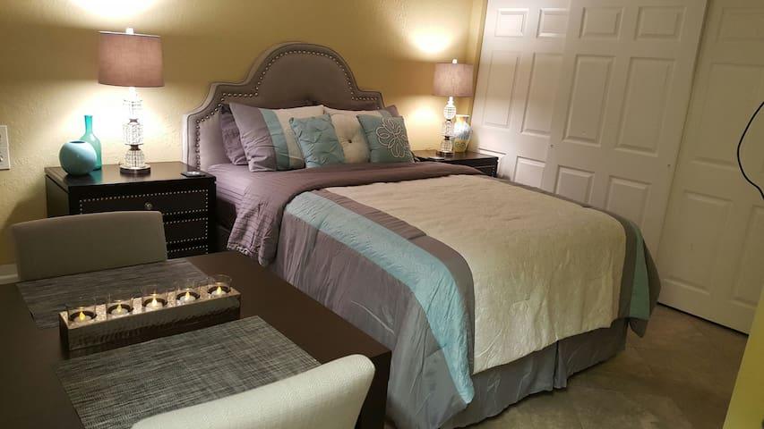 Private Designer Guest Suite w/Full Kitchen - Boca Raton