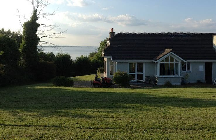 Lakeside Home with Stunning Sunsets - Dromineer - Hus