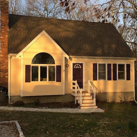 Large Group Friendly Cape Cod Cottage on the Pond - Mashpee