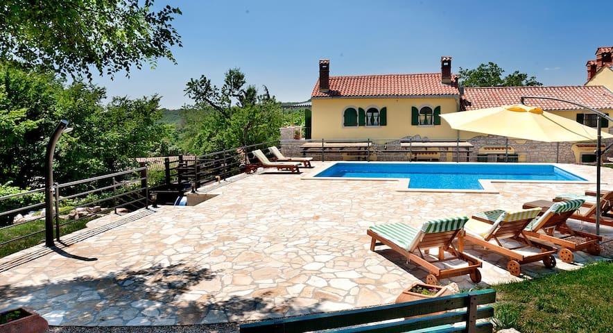 Beautiful, 120-year old stone house - Labin - Casa