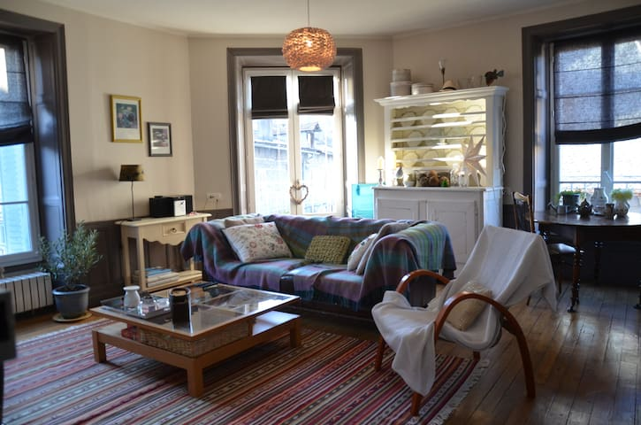 Parquets, moldings, fireplaces - Aurillac - Huoneisto