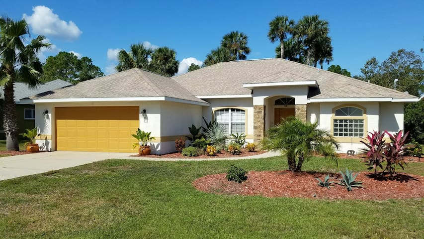 True Florida Pool Home Close to Many Adventures - Palm Coast - Huis