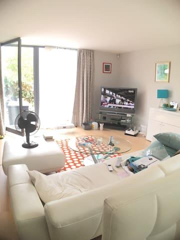 Great basement room with en suite - Chancy - Hus