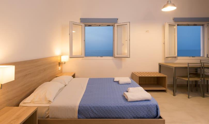Socrates 2 per apartme & restaurant - Milatos