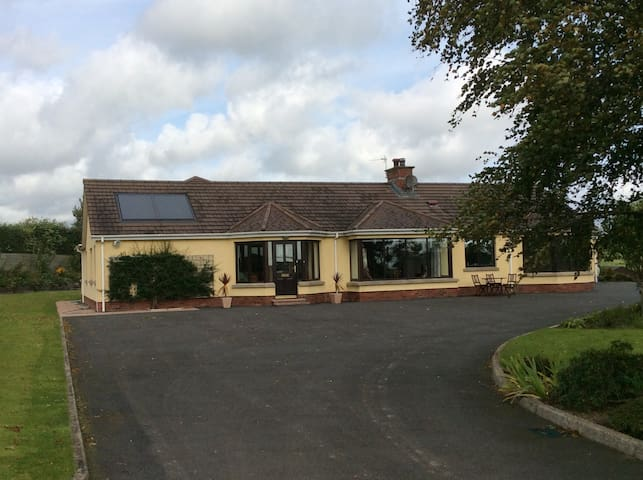 Double Ensuite room in the country (The Grey Room) - Comber - Bed & Breakfast