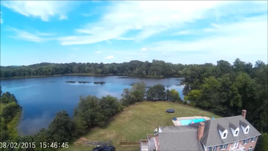 Lakeside 2-Bedroom Suite - Warrenton - Rumah