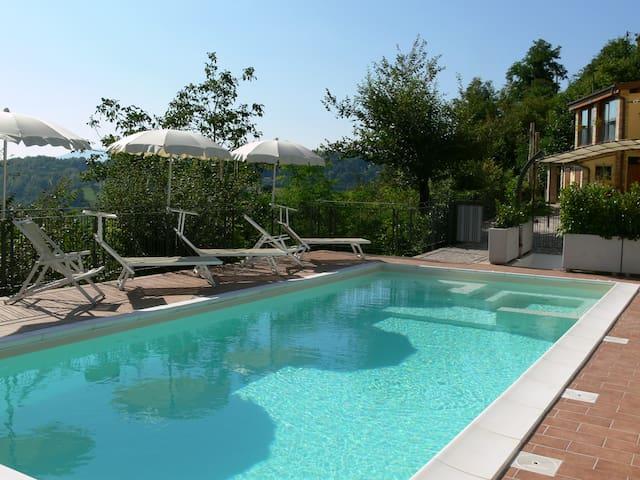 "Agriturismo, apartment with pool, ""Il Passero"" - Montefortino - Apartamento"
