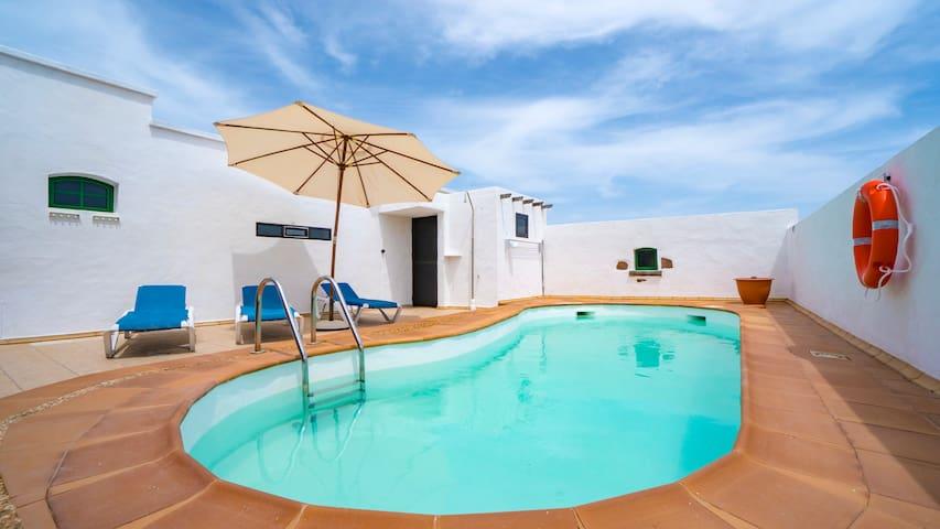 Villa with amazing views, jacuzzi and private pool - San bartolome - Casa