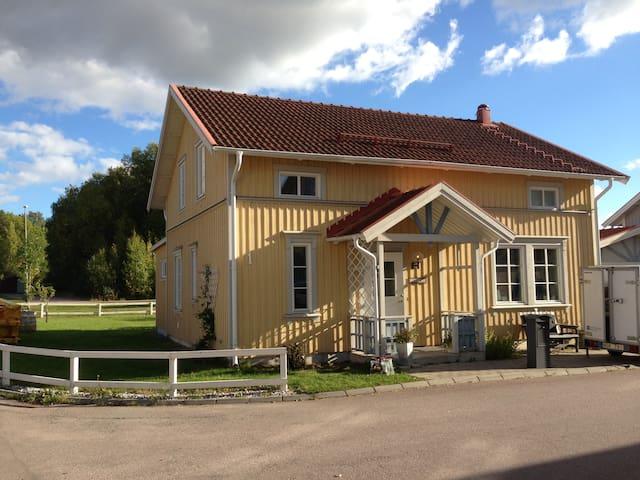 Hemtrevlig & modern villa i Västerås - Västerås - Casa