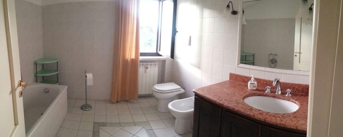 Fantastiche stanze indipendenti a1 minuto dal mare - Belvedere Marittimo - Huis