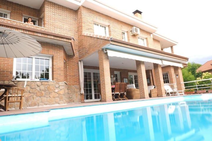 Large luxury family villa - Villaviciosa de Odón - Rumah