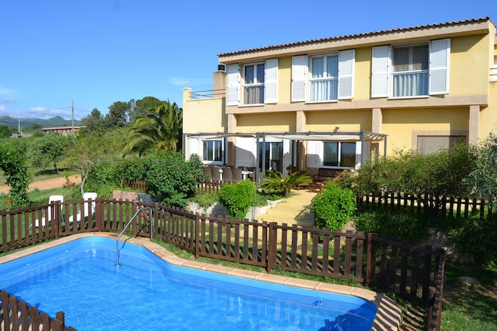 Villa with sea and montain views. - Riudecanyes - Hus