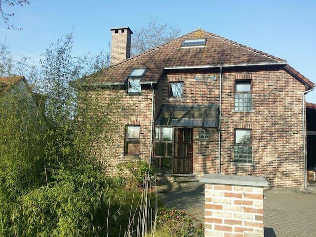 Bright big house in green suburbs of Antwerp - Antwerpen - Casa