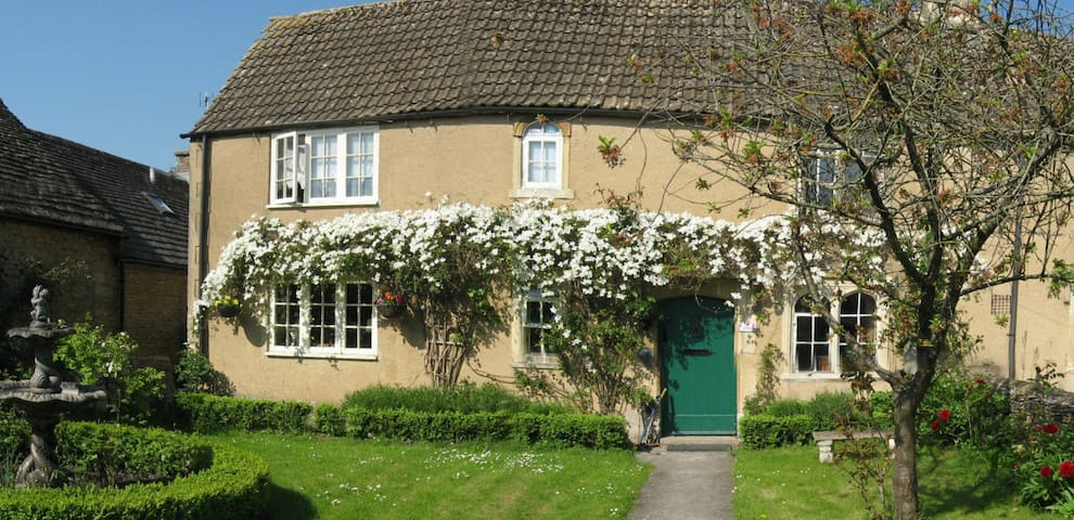 Stunning Grade II listed cottage in the Cotswolds - Shipton Moyne