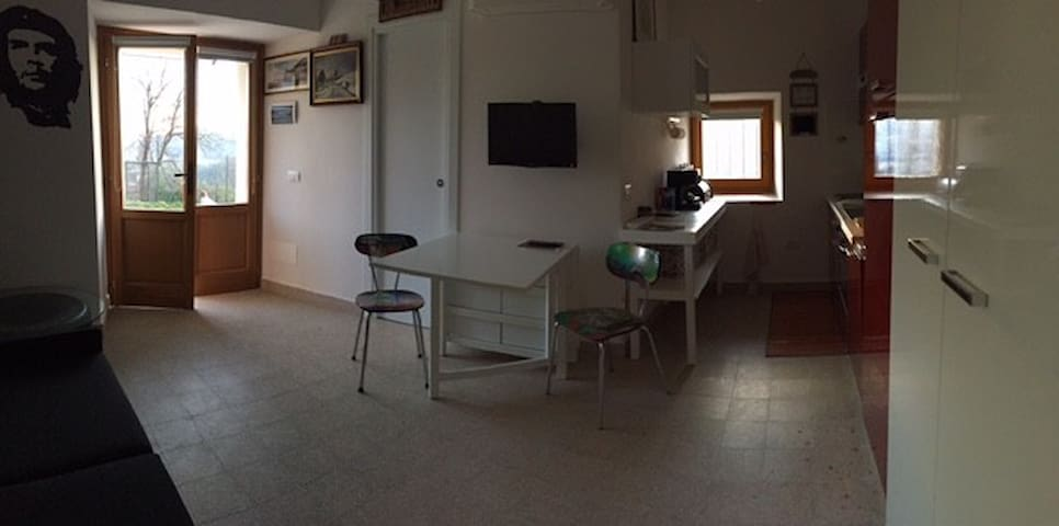 Tiny studio,25m2, in typical umbrian hamlet:Aiale - Scheggia e Pascelupo