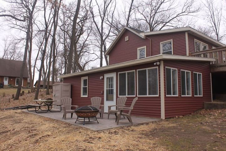 Welcome to the Cambridge Lake House in Wisconsin! - Cambridge - Rumah