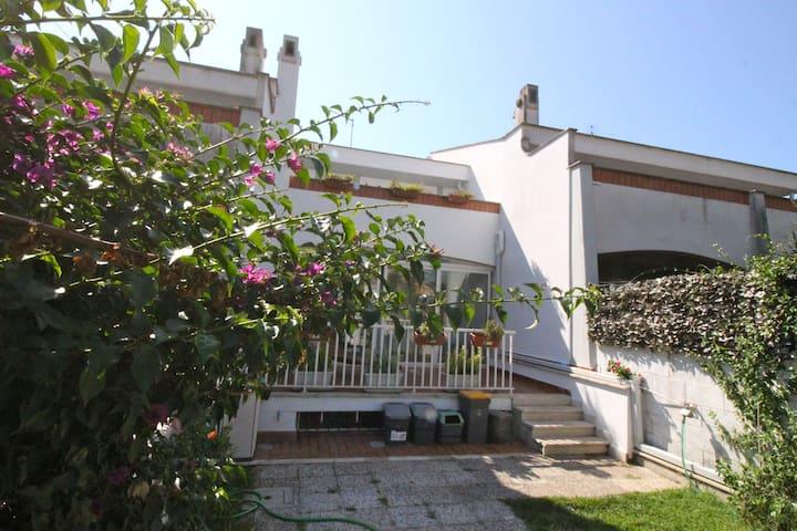Elegant Seaside Apartment Near Rome - Anzio - Hus