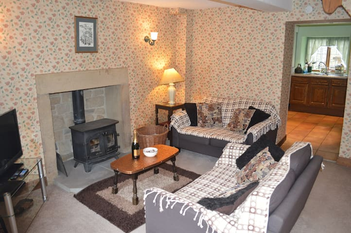 Three Bears Cottage,perfect for exploring the Peak - Derbyshire - Huis