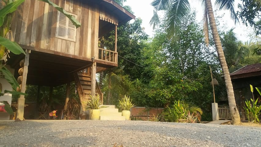 B&B in wooden house - Krong Battambang - Aamiaismajoitus