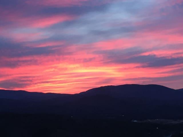 White Mountain Retreat- Gorgeous Views - Campton - Apto. en complejo residencial